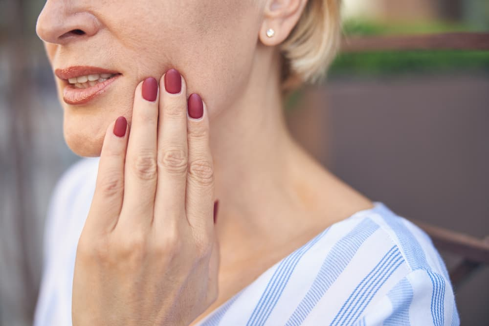 female-suffering-from-an-acute-dental-pain